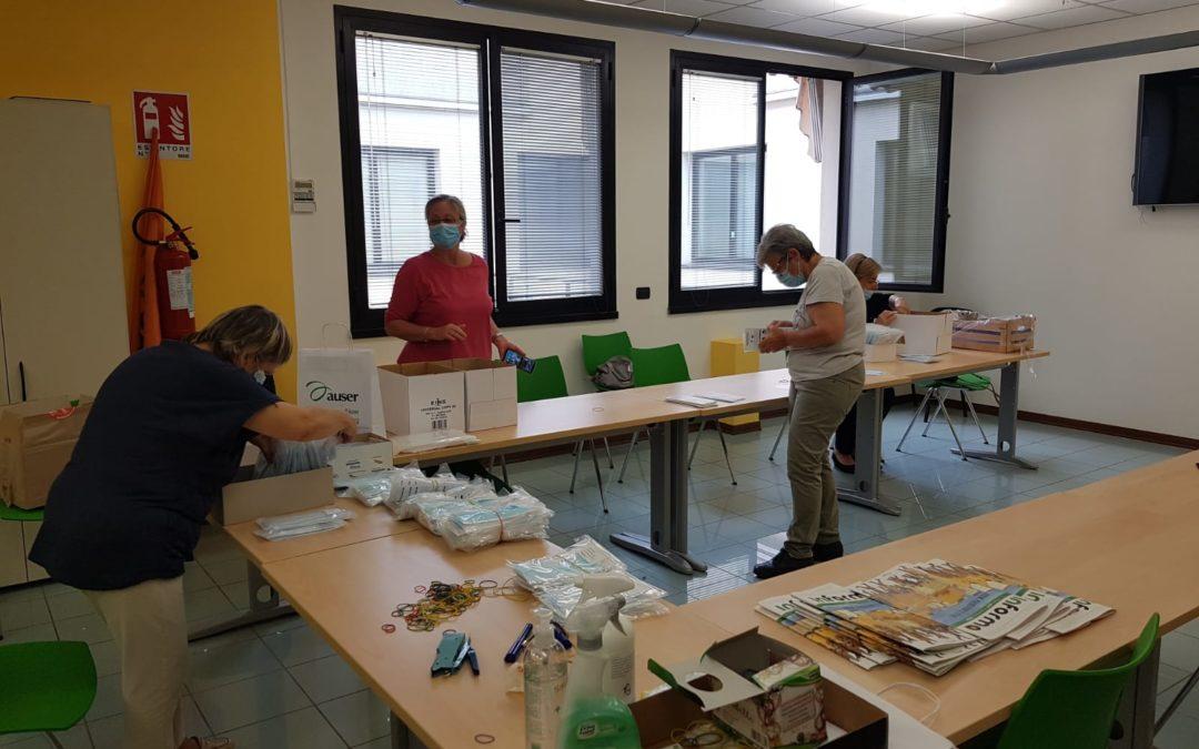 AUSER imbusta 172mila mascherine che saranno distribuite dal Comune di Reggio a ogni singolo cittadino